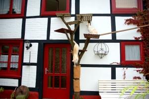 Kletterbaum mit Fenstereinstieg